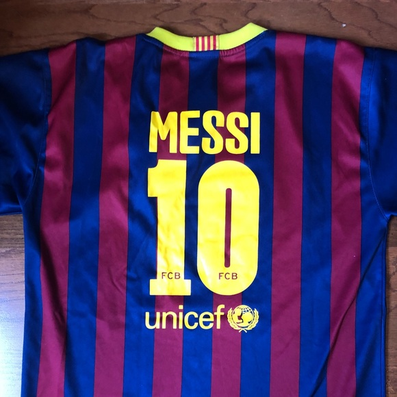 pretty nice e81eb 1fe43 Authentic Boys Messi Barcelona Jersey Size 14